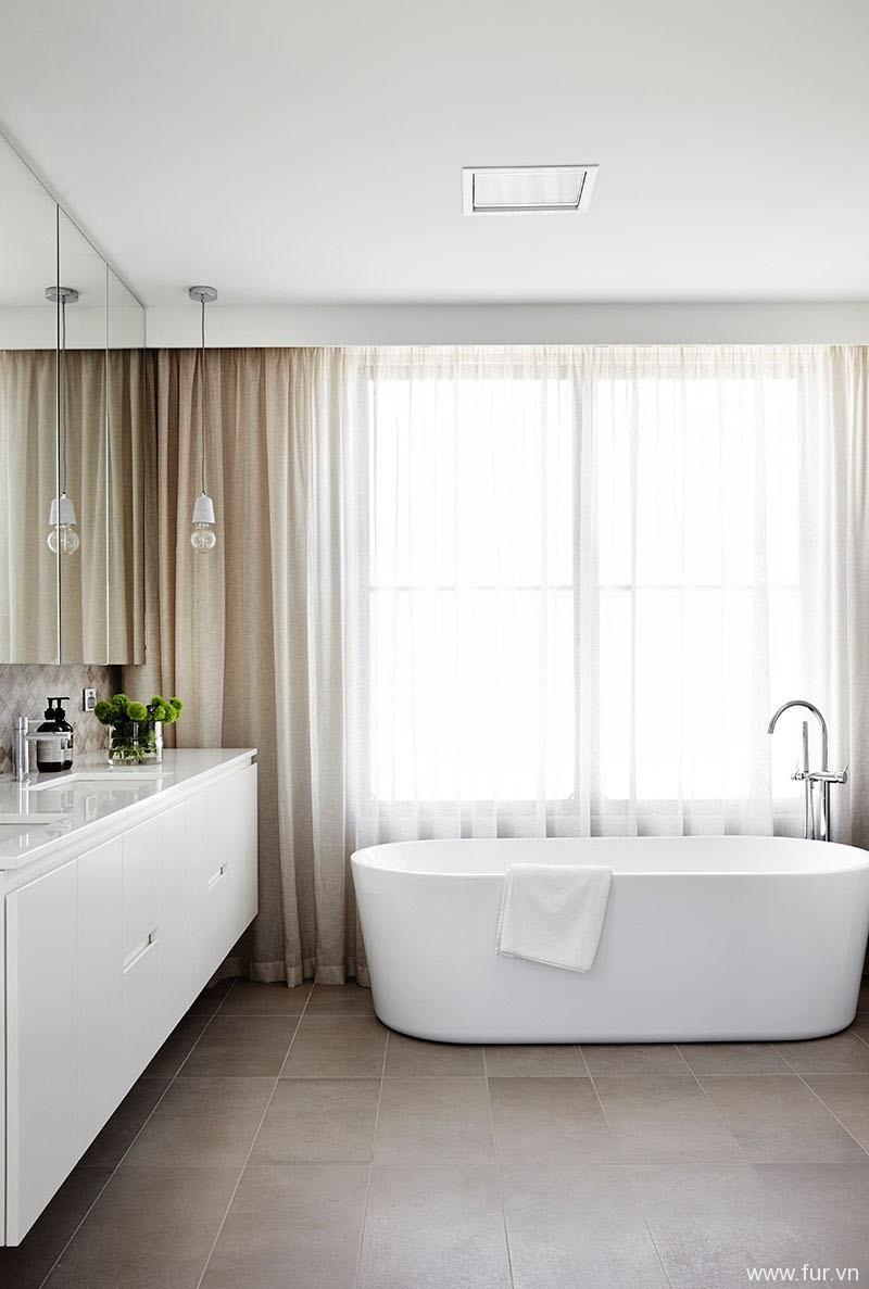Toorak House bath