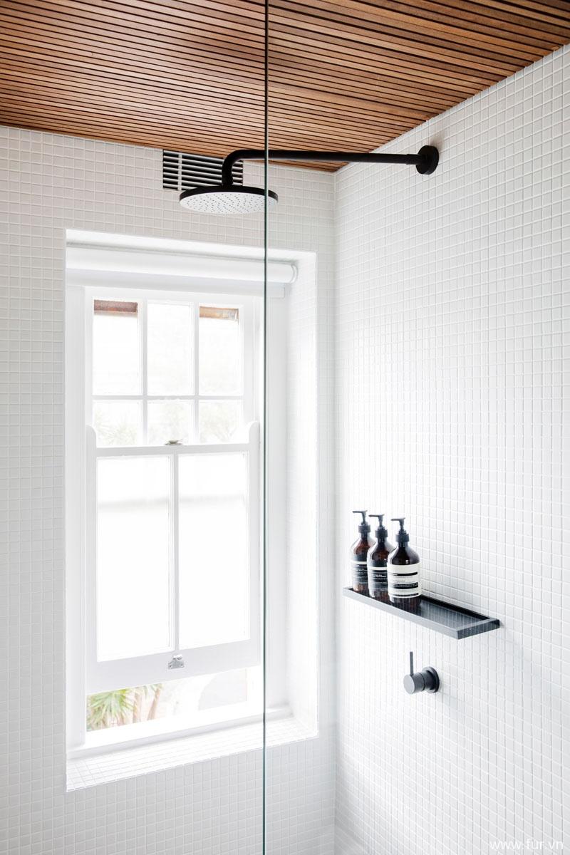 Small Sydney Apartment shower