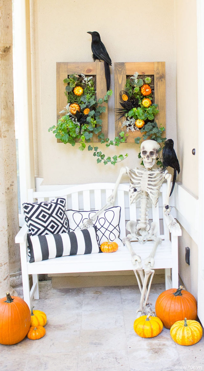 5 Steps to a Spooky Halloween Front Porch